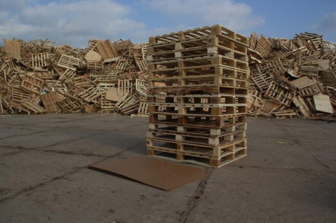 Arkusze transportowe Slip Sheet i palety drewniane
